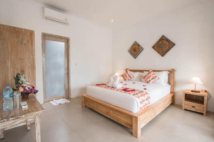 Comfort, cozy and peaceful DBL B/F room in Canggu