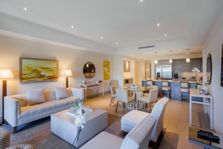 Villa Amarilla   Luxurious Beachfront three bedroom villa, steps to the pool