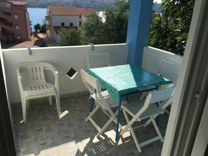 Two bedroom apartment with terrace and sea view Stara Novalja, Pag (A-9368-c)