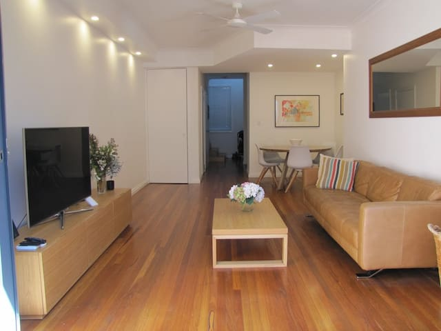 MODERN Townhouse 4km from CITY. - Alexandria - Huoneisto
