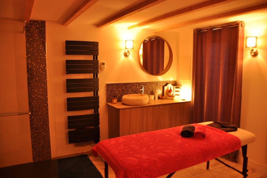 Et hop une pause cocooning avec 1 ou 2 massage(s) bien-être personnalisé(s) avec une praticienne agréée FFMBE (Fédération Française du Massage Bien-Être)