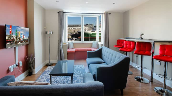 Harbour and Water View Duplex Apartment in a private building. 3 min walk to Eyre Square