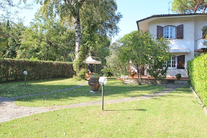 Holiday Home for 6 People, 650m from Sea, 2 Bikes, Private Garden, WIFI, SAT TV