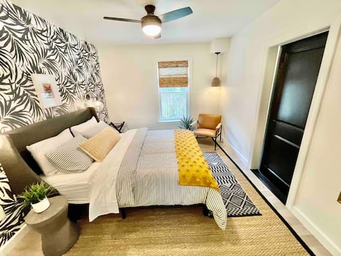 New listing! Luxe 1st floor apt in town w/hot tub
