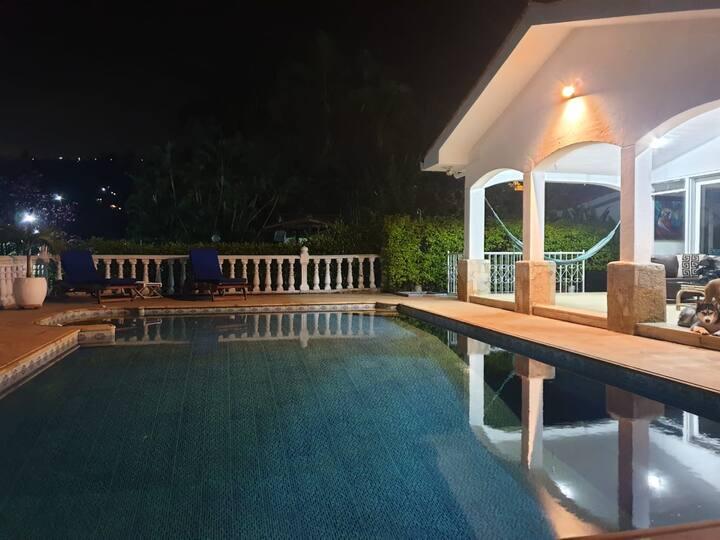 Espectacular casa con piscina privada en Silvania.
