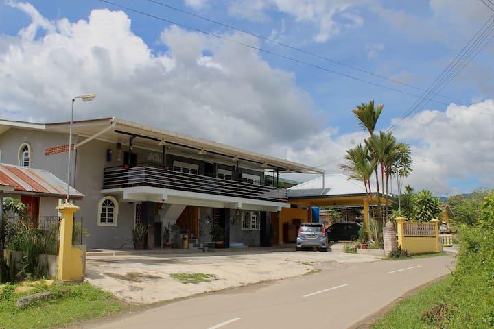 Homevalley Tambunan Guesthouse & Hostel.