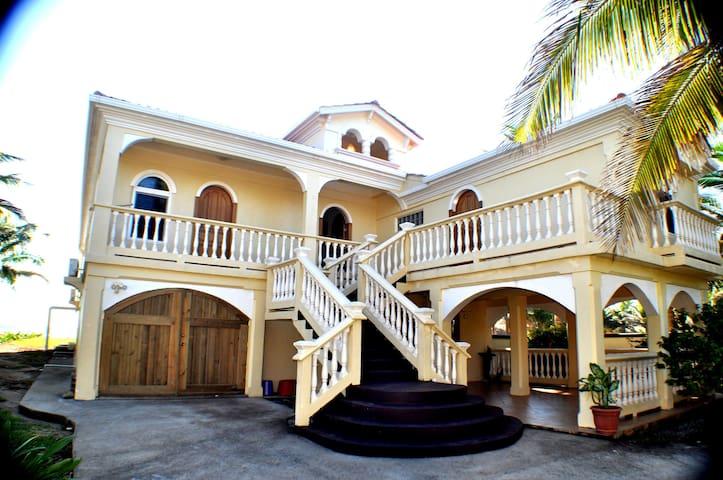 As Seen On HGTV Luxury Beach Villa - Utila - บ้าน