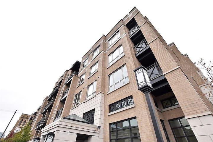 Ottawa Downtown Studio w Ensuite & Parking - Ottawa - Appartement en résidence