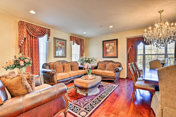 Luxury Minneapolis Townhome 10 Miles from Downtown