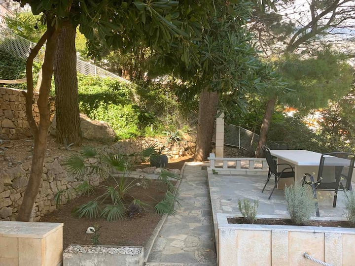 Villa for 6 with private garden and chill area