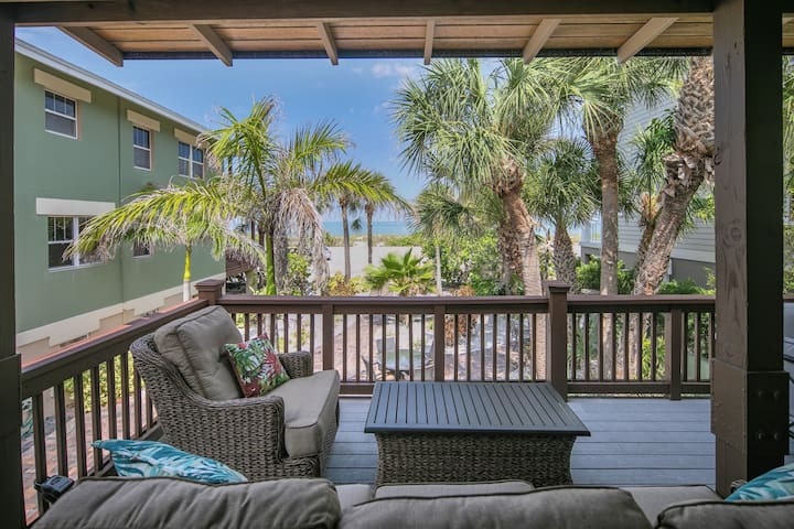 Paradise in Pass a Grille ~ Private Beach Views!