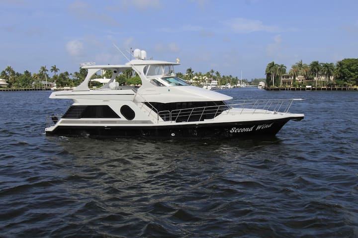 52'Luxury Motor Yacht w/ Captain 8hrs daily