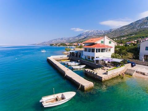 Apartment Zubčić - beautiful house in the sea