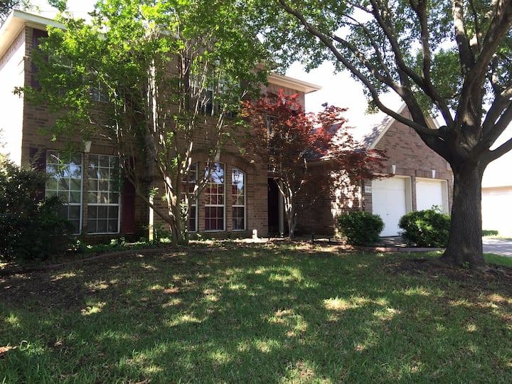 Single family home in Grand Prairie central to DFW
