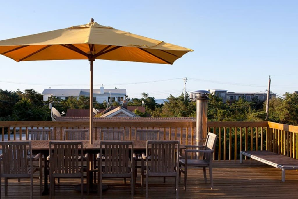 Private Roof Deck, views and fabulous dining.