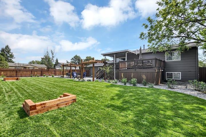 Pristine Home, Huge Yard, Fire Pit & Mtn Views!