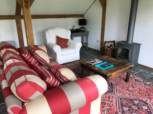 Large peaceful Cabin in Wiltshire