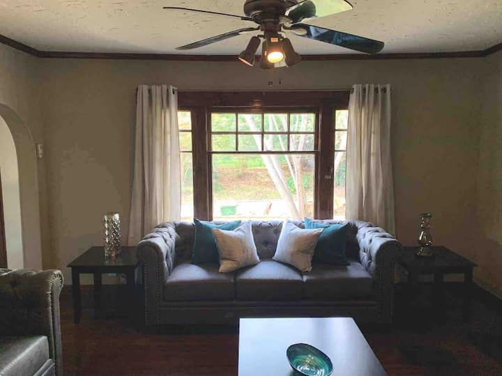 Vintage Chateau 8 mins from Downtown & Air Force!