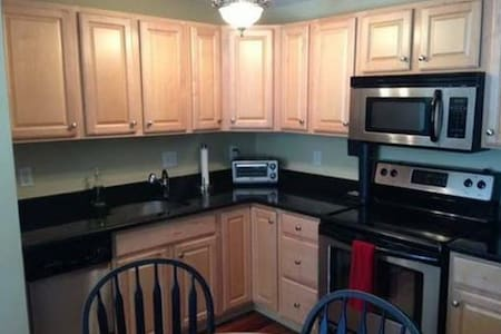 Condo with parking and close to T! - Braintree