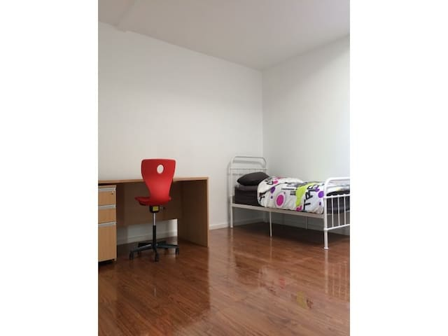 Geelong casual and long term rooms Room One