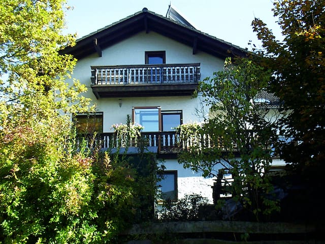 Ferienwohnung am Christenberg im Burgwald - Münchhausen - Pis