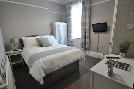 Room 4 PURE Serviced Accommodation - Hull