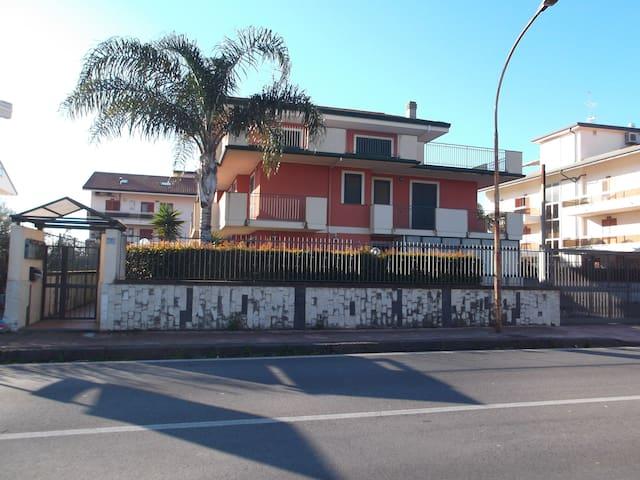 APPARTAMENTO GRAZIOSO CON VISTA TAORMINA ED ETNA