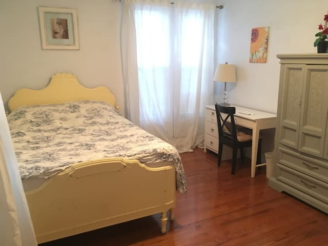 Quaint Brookline room (Longwood Medical) for women - Brookline - Σπίτι