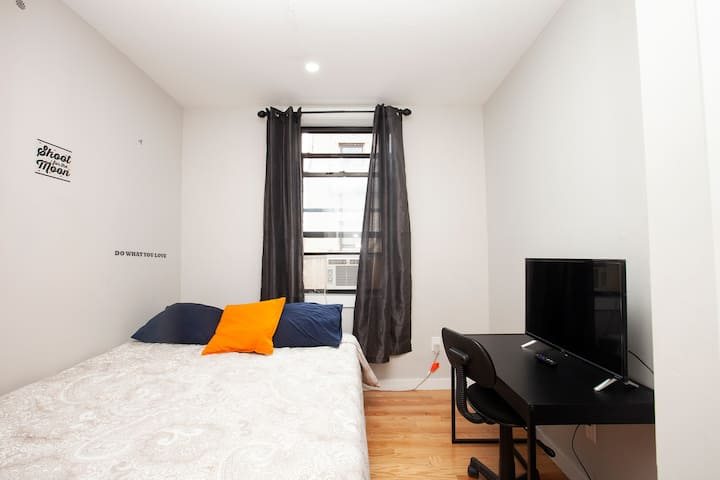 Private Room in Renovated 4BD/2BR (West Harlem)