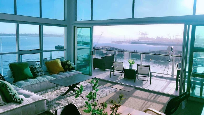 All New Lux Panoramic Seaview Penthouse on wharf