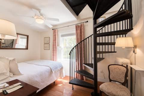 Newport Boutique Hotel Queen Bed w/Parking