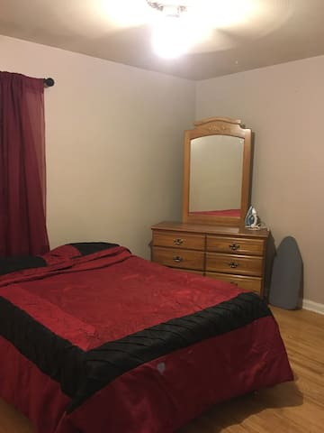 Private Room Shower/bath close Whiteman Air Force - Warrensburg - Дом