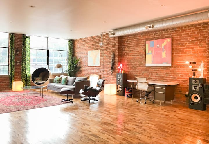 Quirky, Spacious & Comfy Loft in Historic OTR
