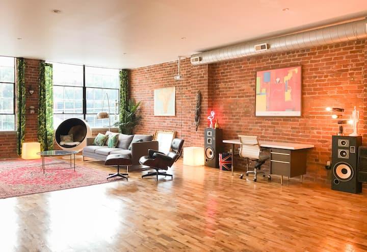 Quirky, Spacious & Comfy Loft in Historic OTR