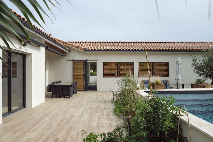 Villa contemporaine avec piscine près d'Agen