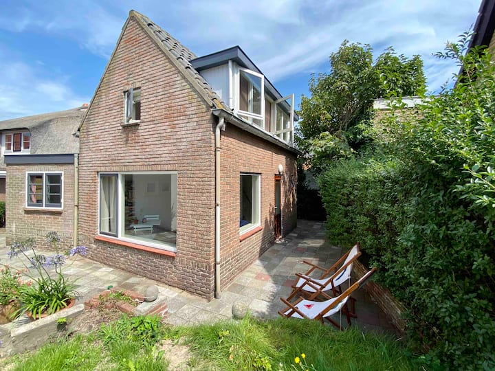 NEW: Cosy Summerhouse only 500m from the beach!