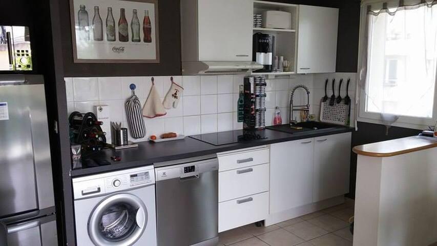 Accès à l'appartement: cuisine, salle de bain...