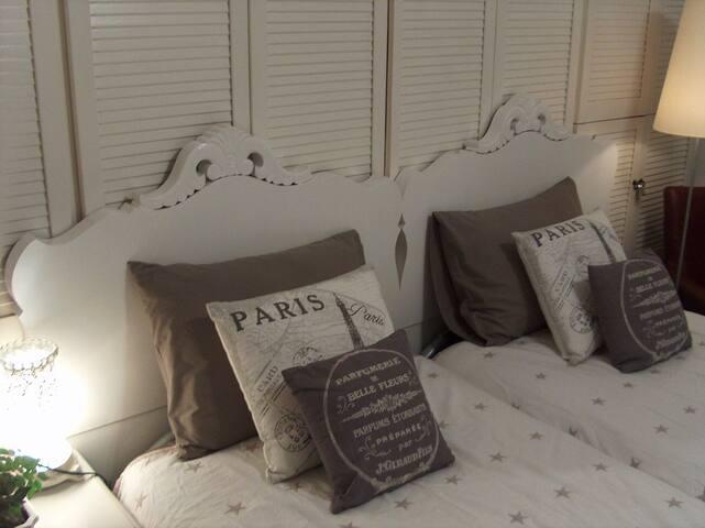 2 single beds. 2 Eenpersoons bedden.