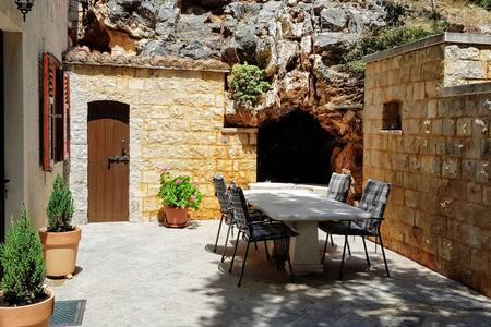 """Apartment """"Cave"""""""