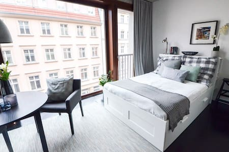 Design loft in the heart of Mitte + rooftop & pool - Berlin - Lejlighed