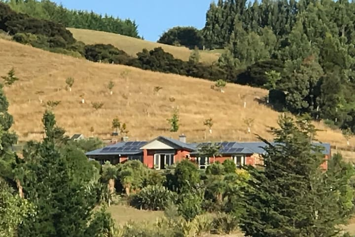 Quiet hideaway over looking Taieri Plains