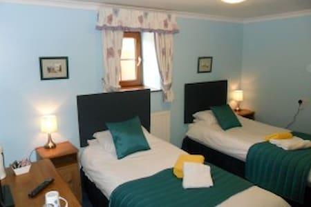 Twin room Stag Coachhouse - Carmel - 家庭式旅館