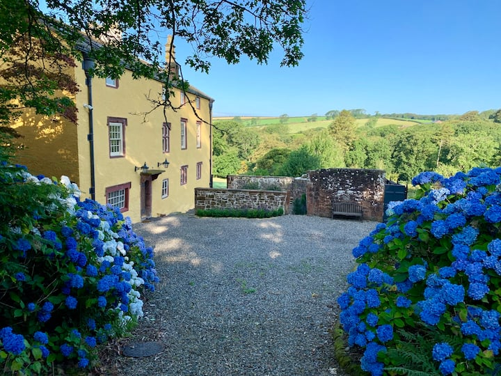 HAILE HALL - Private wing with 4 huge ensuite bedrooms in Historic Country House only 14 miles from Scafell Pike - Wast Water Lake