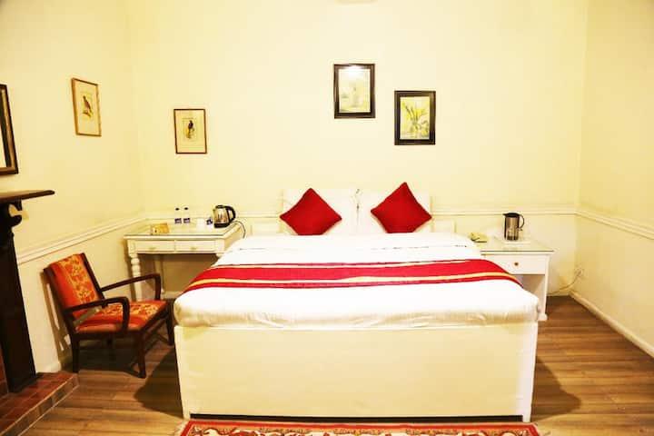 5 BOUTIQUE ROOMS W BREAKFAST & VALLEY VIEW– SHIMLA