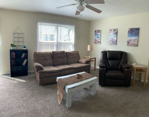 Beach Condo 3 Blocks From The VA Beach Oceanfront