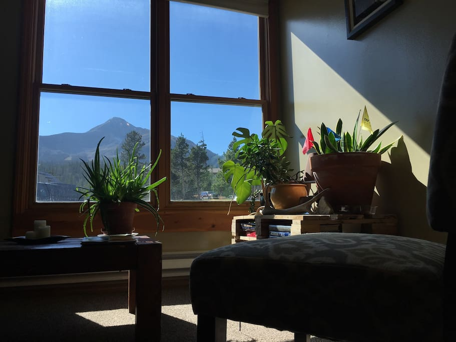 Comfortable living area with beautiful Lone Mountain view