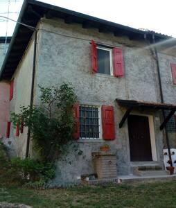 Casa in borgo a Castel d'Aiano