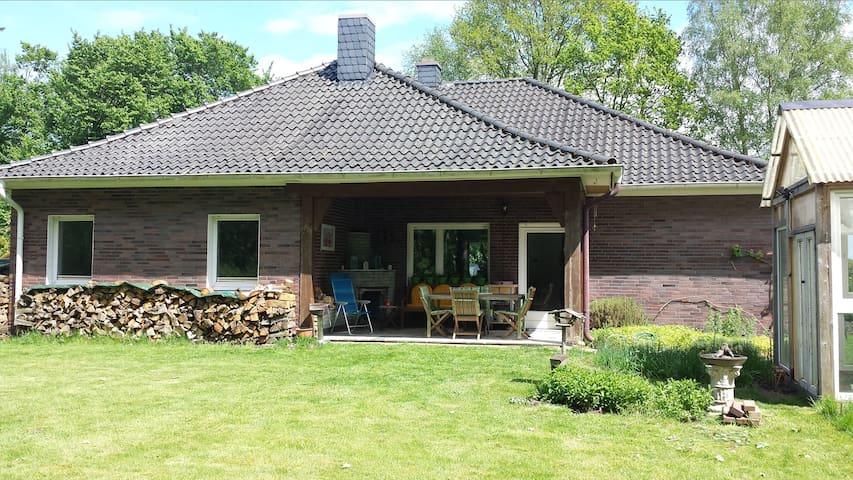 Schöner Bungalow in idyllischer ruhiger Alleinlage - Kettenkamp - Bungalow