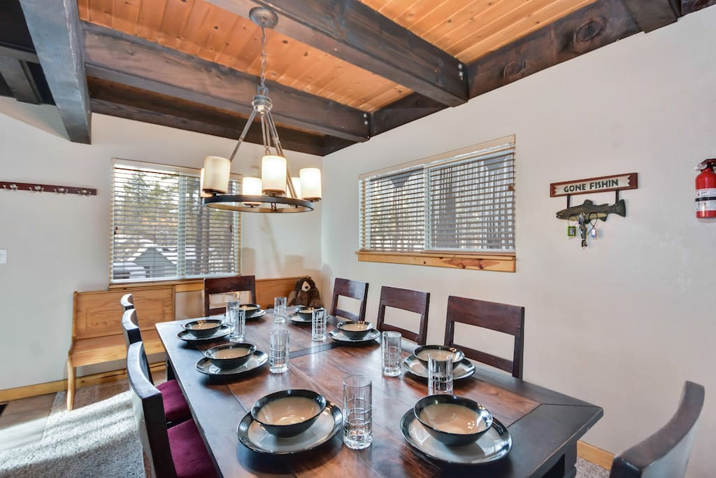 Great dinning room for family dinners.