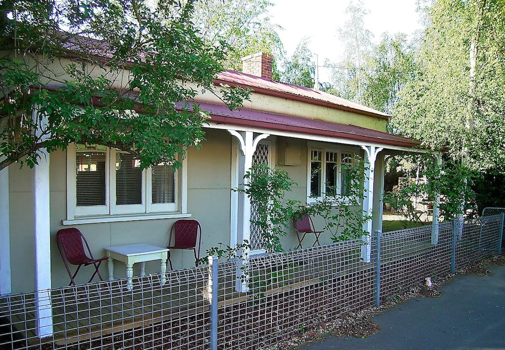 Old Invermay workers cottage with front veranda living